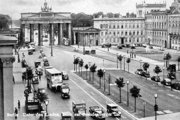 Berlin, Unter den Linden in den 30ern
