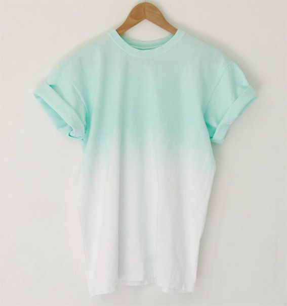 That's cute. I love the simple lines that make it super easy to wear with a pair of jeans or shorts, and cute sneakers or flats, but the ombre makes it interesting and pretty:)