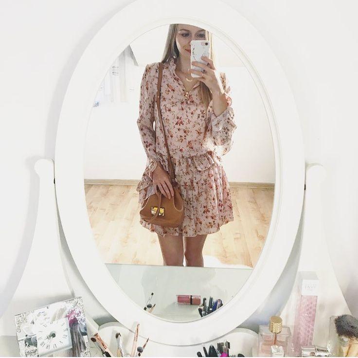 """Polubienia: 224, komentarze: 69 – Patrycja (@stateof_dreams) na Instagramie: """"💐 kwiatowe #sukienki na każdą porę roku 😅 #sugarfreegirl #paulinaschaedel #floraldress…"""""""