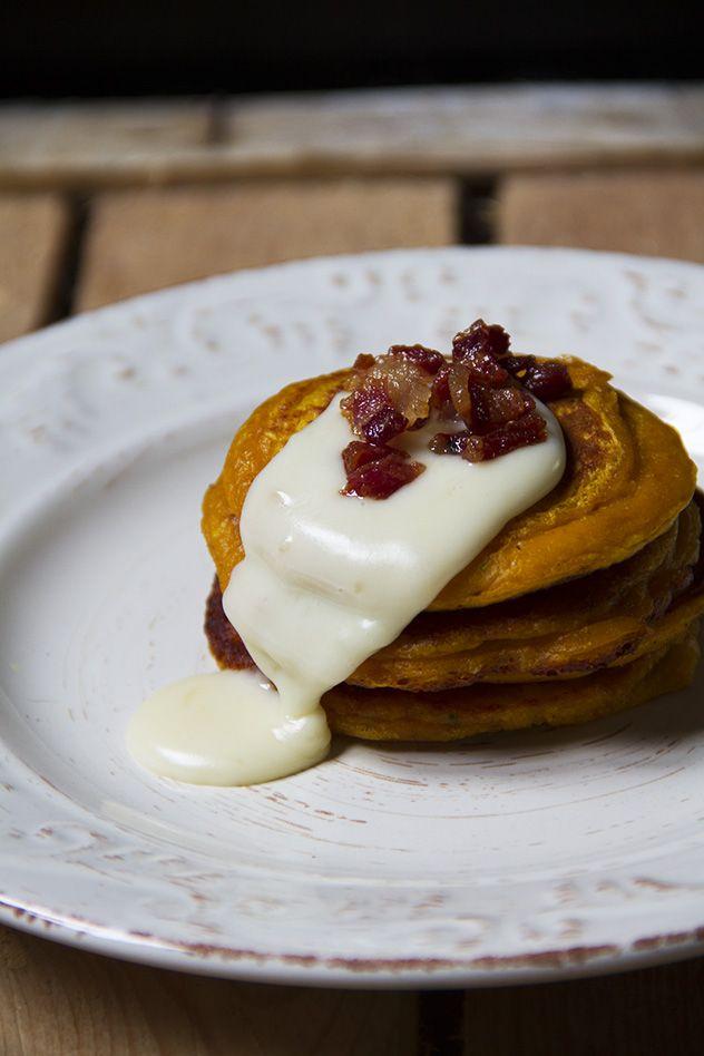 Pancakes (mini) di zucca con fonduta di caprino e pancetta croccante