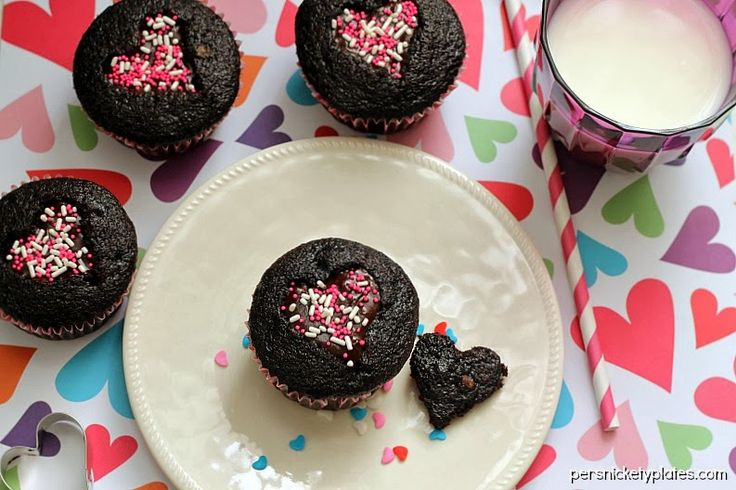 Ghirardelli Dark Chocolate Heart Cut-Out Valentine Cupcakes | Persnickety Plates #bakewithghirardelli