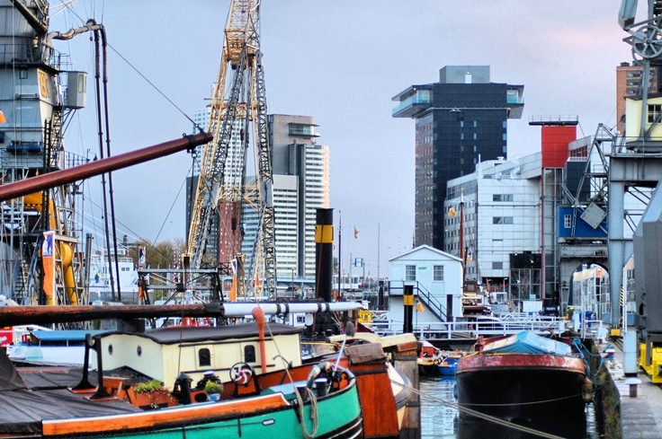 Hurgando entre la carpeta de fotos olvidadas que tenía en el ordenador, tropecé con una carpeta titulada Rotterdam y me vino a la mente el hecho que nunca le había dedicado un post a esta ciudad holandesa, si no contamos la foto del molino de viento del barrio de Delfthaven. Via Xixerone