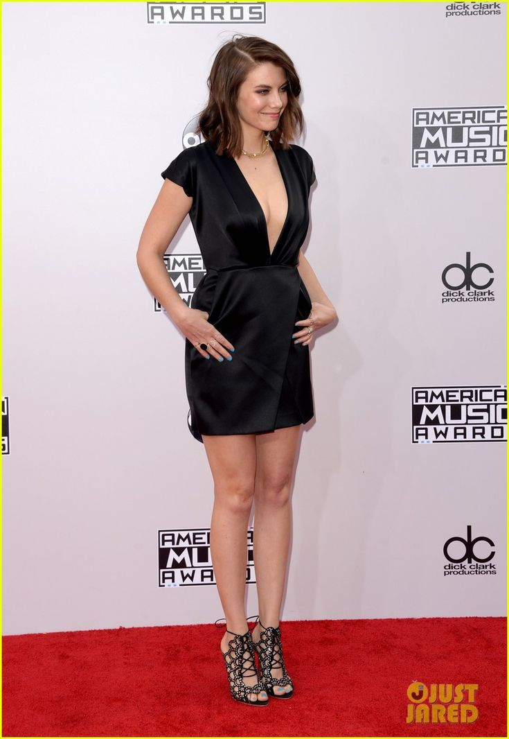 lauren cohan american music awards 06 Lauren Cohan keeps her look daring with a low-cut black dress while walking down the red carpet at the 2014 American Music Awards held at the Nokia Theatre L.A.…