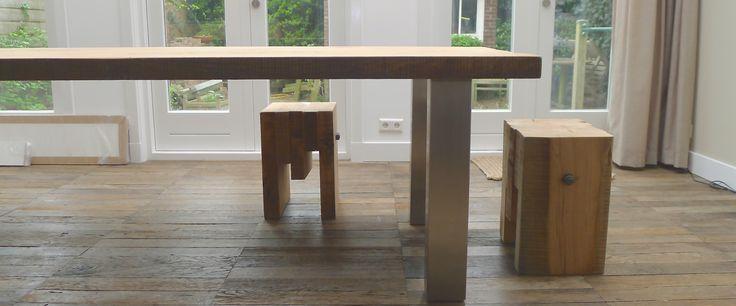 Deik tafel met rvs Eiken blad uit 3 balken