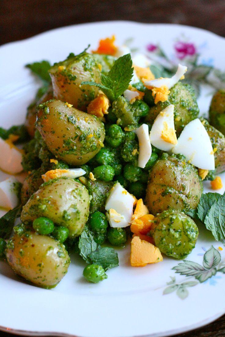 -PotetSalat Ottolenghie med urtepesto,kokte egg-        PotatoSalad with HerbPesto, Peas and Eggs