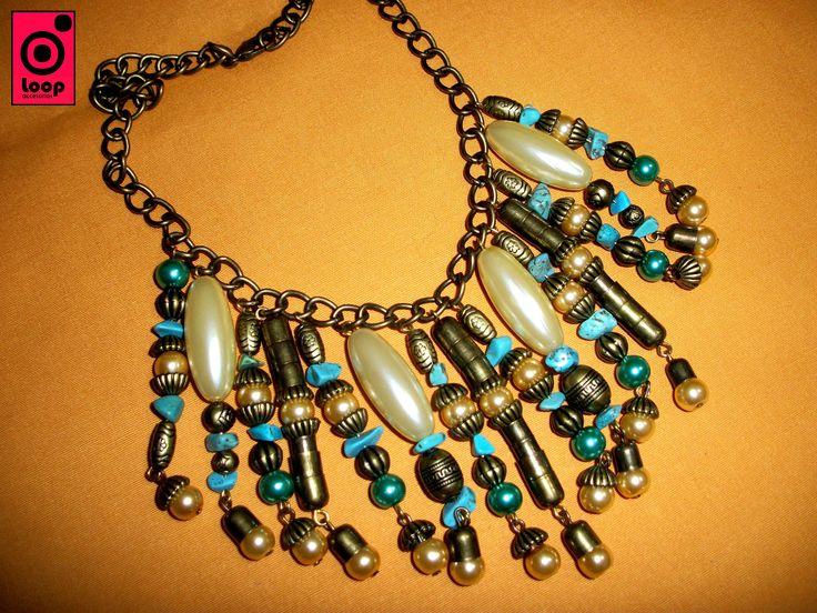 Otra de nuestras creaciones, esta vez en turquesa, realizado con piedras, perlas y piezas en metal!