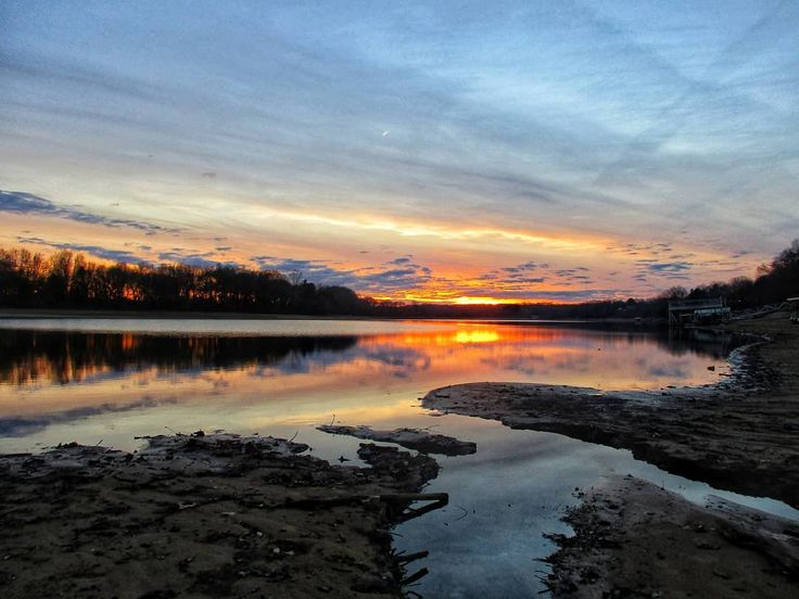 Uploaded the pics from the new camera  #timsfordlake #lakeview #midtn #lakeside #reflection_shotz #estillsprings #golden #tennesseesunset #sunset_lover #sunset_madness #sunsetlovers #sunset_hub #sunsetsniper #backpocketnature #beautifulcolors #color_n_nature #colorfulnature #countrygirl #cowgirl #tennesseegirl #lookup #o2 #cleanair #happydays #chasingthegoldenhour #lovenature #colorful #countryroad #horizonline