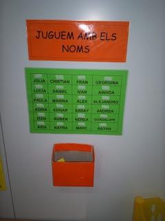 Jocs amb els noms: trobar el nom igual i  enganxarlo, relacionar amb foto, relacionar lletra del pal amb lligada...