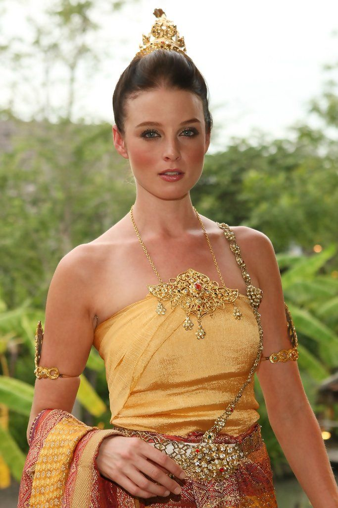 American actress Rachel Nichols attends the 'Thai Night' event on the second day of the Bangkok International Film Festival 2009 at Siam Niramit Ratchada Theatre on September 26, 2009 in Bangkok, Thailand