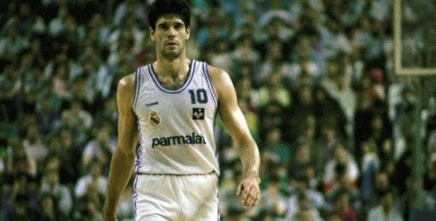 Fernando Martín, mucho más que el primer grande del baloncesto español - Libertad Digital http://www.libertaddigital.com/deportes/baloncesto/2017-08-31/fernando-martin-mucho-mas-que-el-primer-grande-del-baloncesto-espanol-1276605080/