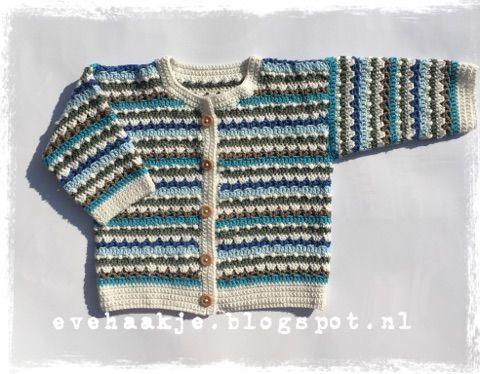 De haaksteken die ik gebruikte van Julie King (kerstsok) vind ik zo mooi dat ik er ook een baby vestje van maakte.  (The stitches are ...