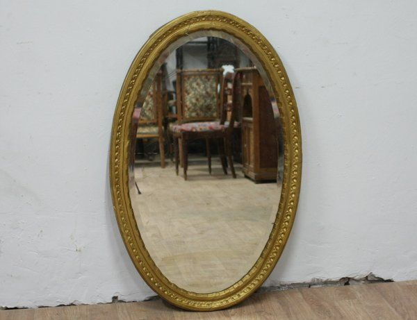 Старинное овальное зеркало