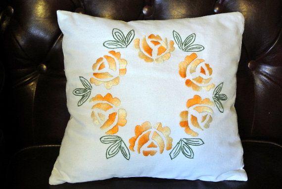 Sladké Výborne ročník 1970 štvorcových ručné plochý šev žlté ruže kvet kruh hnacej výšivka na kostnú biele bavlnené vankúš