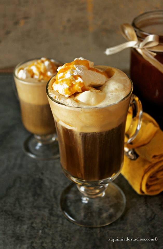 Alquimia dos Tachos: Bebida refrescante de Café, Gelado de Baunilha e Caramelo