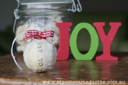 A quick and easy stamped fabric bauble tutorial!