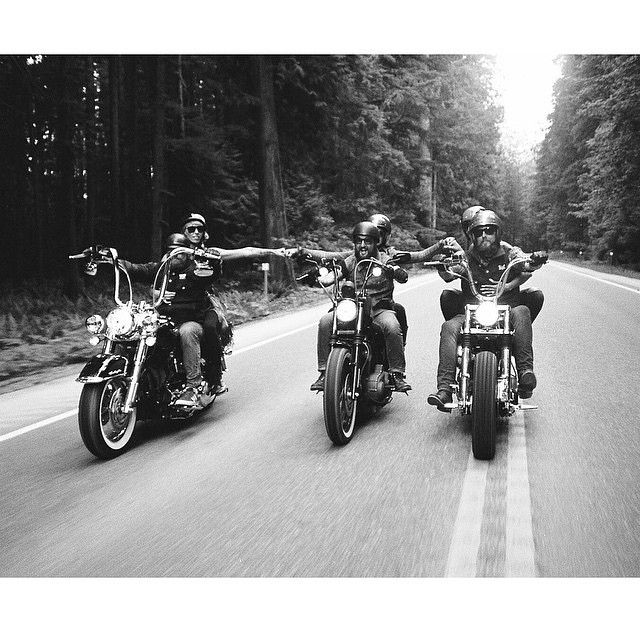 @om_boys always knows whats up ✌ This is what it's all about, chops and good friends living the adventure together   cred @xshaydx  Nothing but respect ✊ ✊ and thanks for always supporting  #chopperunion #chopper #chop #chopperlife #choppershit #bobber #kustom #motorcycle #forevertwowheelsftw