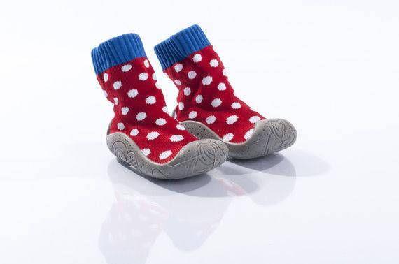 Baby booties. #baby #girl #booties #slippers #firststepshoues #red