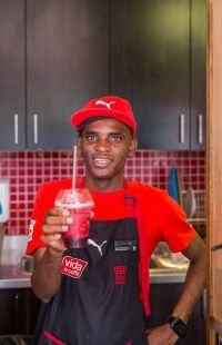 Getting your healthy shake to start your day from our friendly staff at Vida e Caffè.