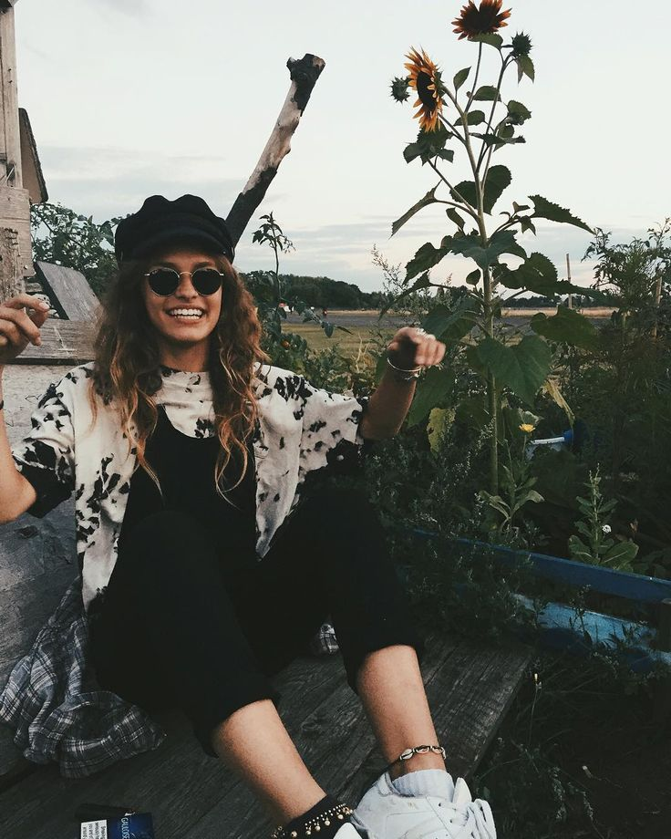 """Gefällt 11.5 Tsd. Mal, 53 Kommentare - ⚡️ M E L (@vanellimelli) auf Instagram: """"Dungarees and tie dye for the win me and the sunflowers having a good time can you tell ? """""""