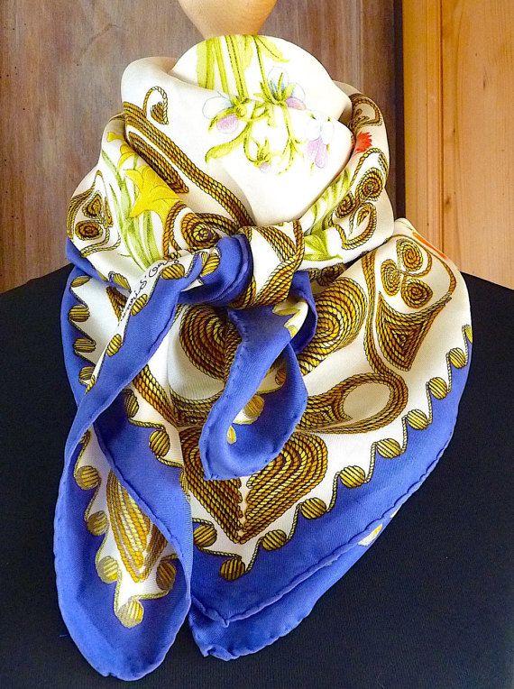 Vintage Hermès scarf blue white flowers par VintageParisLuxe