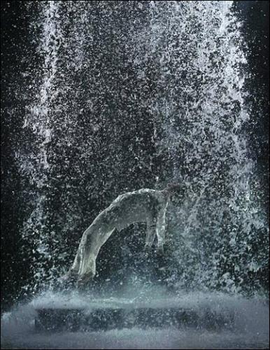Bill Viola | Bill Viola | Paris 8e. Grand Palais illusion de mouvement, de résurection du christ, élément fondamentale dans les oeuvres de l'artiste.