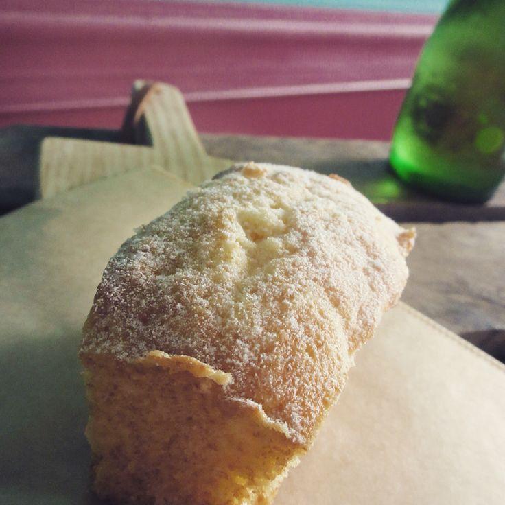 Madeira Cake マディラケーキ 粉、砂糖、卵、バターで作るシンプルなケーキ。粉の存在感がしっかりしているところがイギリス流。200yen http://ri-e.cocolog-nifty.com/blog/2016/05/madeira-cake.html