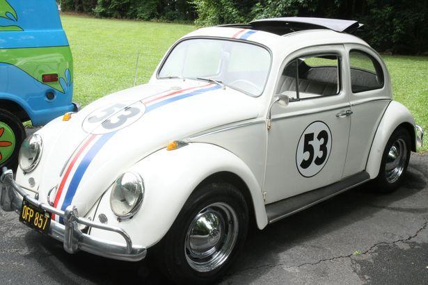 Batmóvel e Herbie são apenas algumas das réplicas colecionados por Jerry Patrick