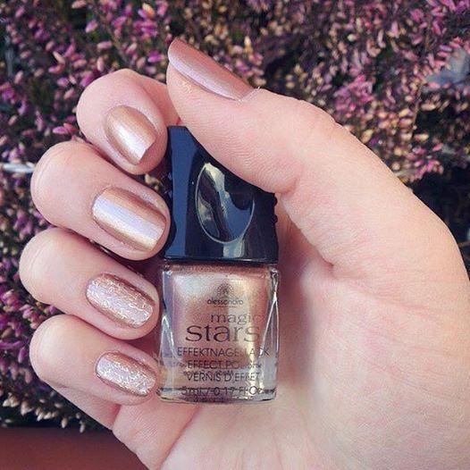 Τα χρυσά νύχια είναι το απόλυτο must για να λάμψεις στο Πρωτοχρονιάτικο Ρεβεγιόν! Magic Stars Chrome Golden Rose #alessandrointernational #alessandrona