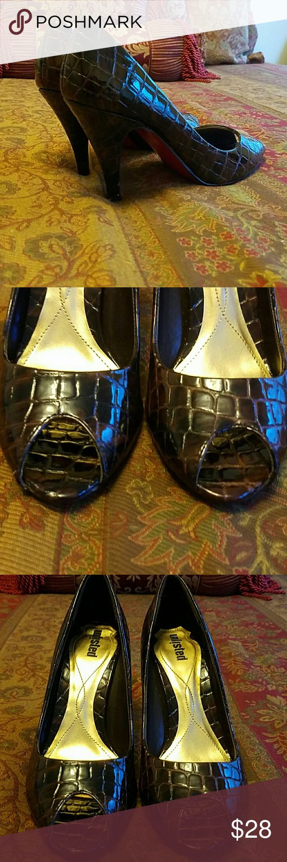 Brown Croc Peer-toe Red Sole Pumps, Size 8.5 Pre-owned in good condition. Unlisted Shoes Heels