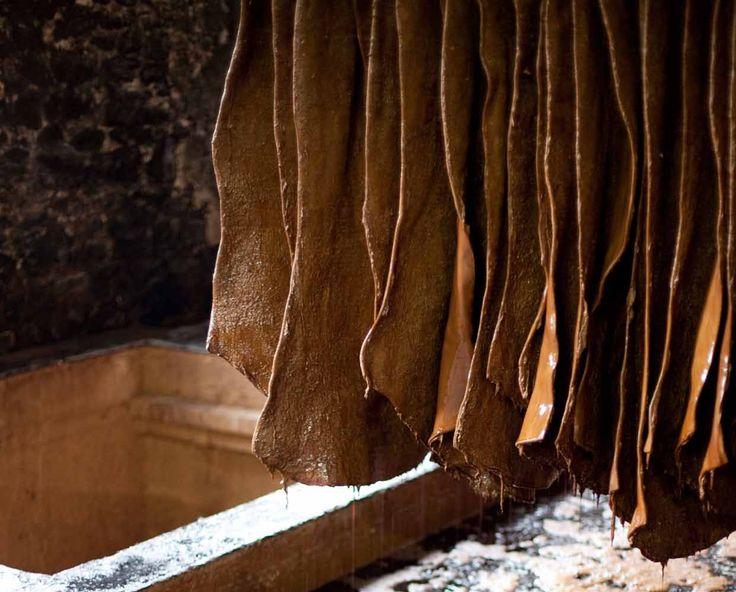 Lederen put, leather pit, vege-tanned leather, vagetable leder, vegabtable leather, plantaardig leder