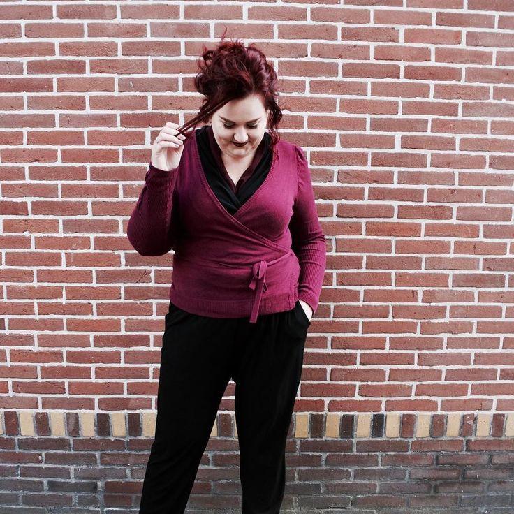 Suitsupply heeft nu ook een pakkenlijn voor dames gelanceerd Suistudio. En dat hebben ze gedaan op geheel eigen wijze. Maar zal deze strategie bij de damescollectie succes hebben? Of zijn we er inmiddels wel klaar mee? -> link in bio