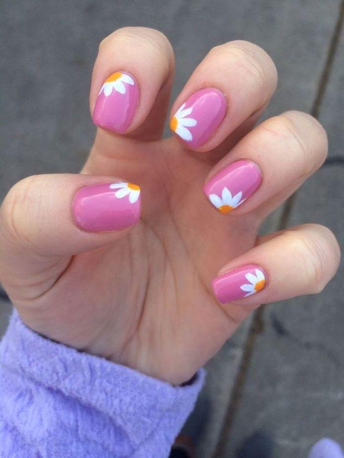 uñas pintadas en estilo veraniego, color violeta, dibujos de margaritas, bonito, interesante