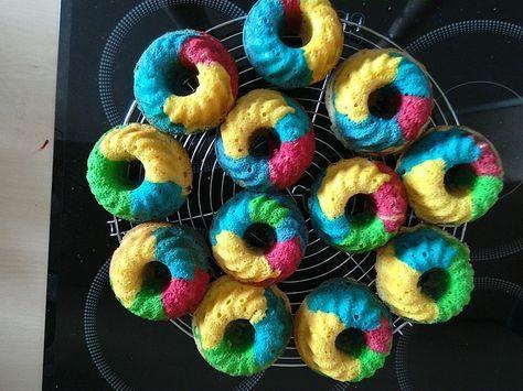 Schnelle Rainbow-Muffins, ein schönes Rezept aus der Kategorie Backen. Bewertungen: 15. Durchschnitt: Ø 4,4.