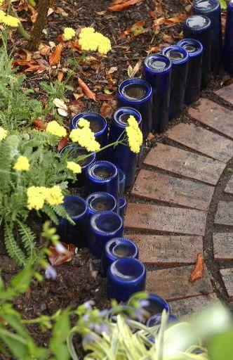 Glass bottles as landscape edging. Love!: Gardens Ideas, Recycled Bottle, Beer Bottle, Recycled Wine Bottle, Bottle Gardens, Glasses Bottle, Wine Bottles, Gardens Border, Gardens Edge