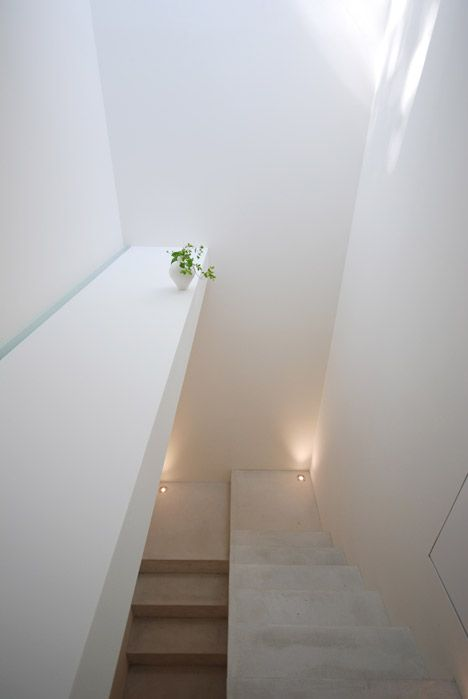 Shinichi Ogawa / Glass fronted gallery + house