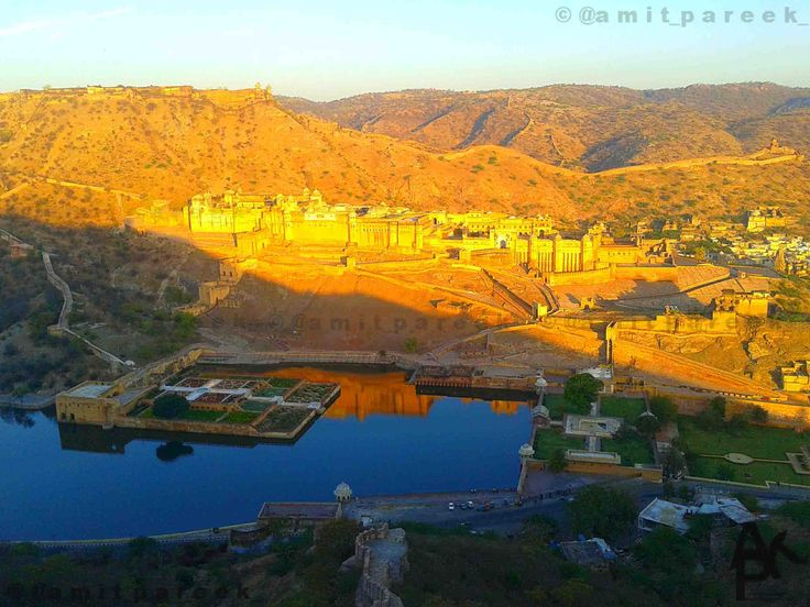 #Amer or Amber is a small town in #Rajasthan , #India. It is existed in #arawali range of mountains. The area of Dhundhar is now known as Jaipur.  And you can get more information on www.amerjaipur.in  #shinelikegold #epic #wonderful