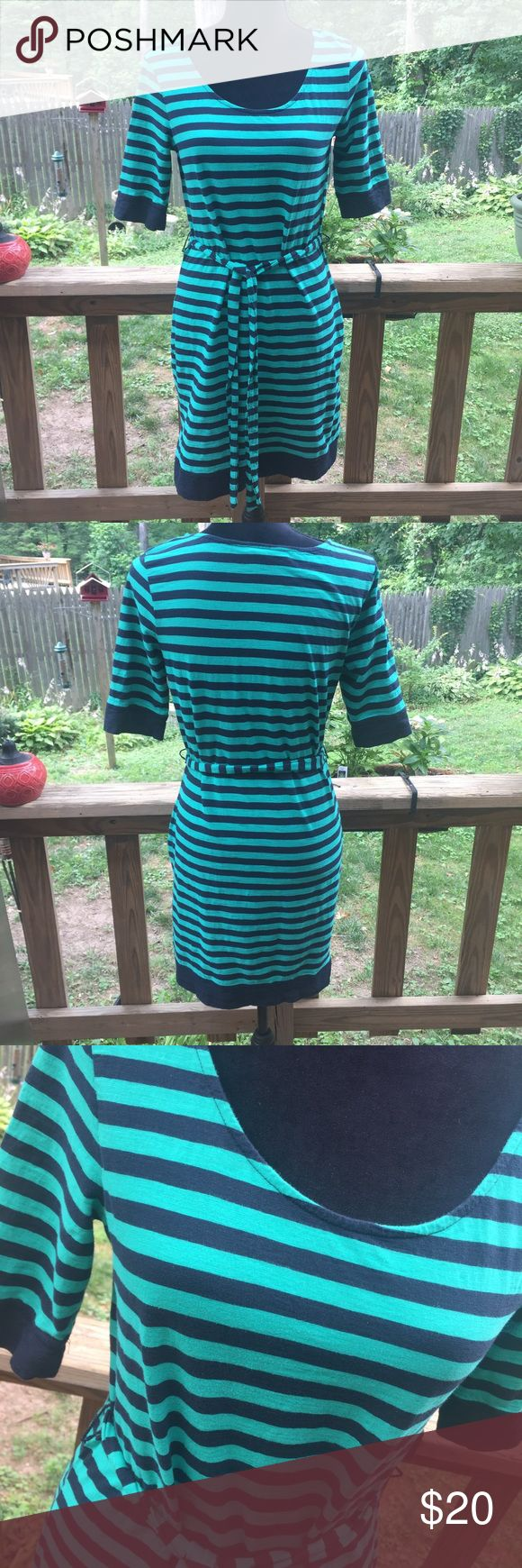 Banana Republic Green and Navy Stripe Dress Excellent condition. 3/4 Sleeve dress in a Kelly green like color and navy. Banana Republic Dresses