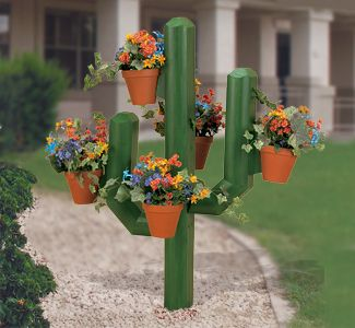 Landscape Timber Cactus Woodcraft Pattern Turn Inexpensive Landscape Timbers into decorative Southwestern Yard Art! Hang multiple flower pots off the sides. #diy #woodcraftpatterns