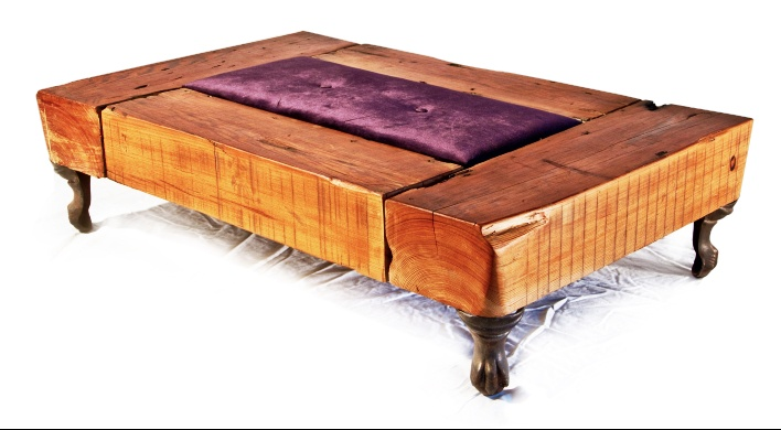 Reclaimed wood,vintage bathtub legs. By olga guanabara