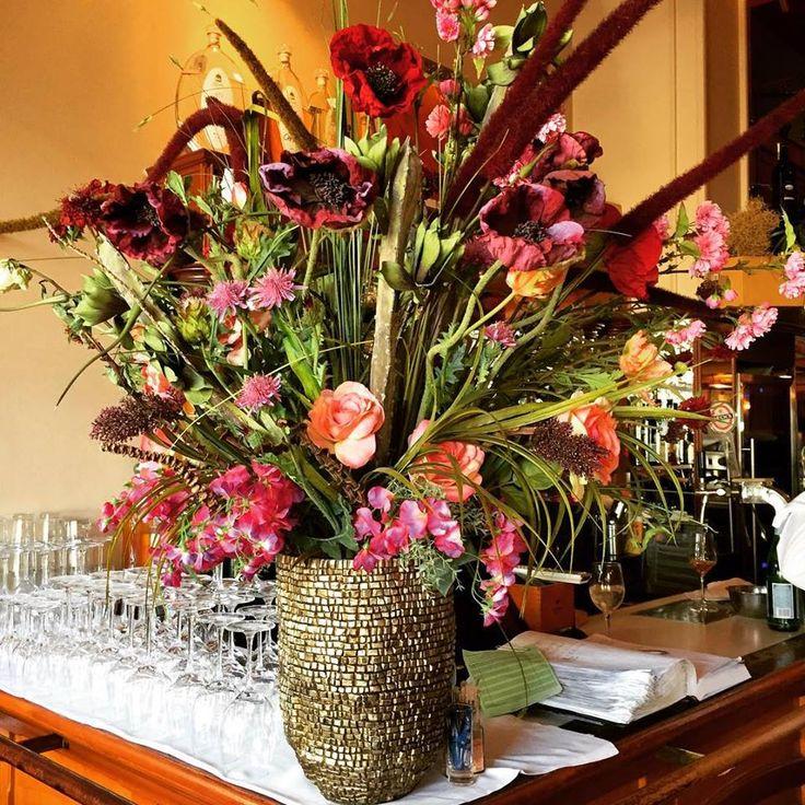 We ❤ beautiful flowers! Happy Sunday everyone ☺ #Charlot #alteoper #opernplatz #frankfurt #germany #travel #restaurant #flowers #foodie #bouquet #roses #garden #beautiful #tulips #instagood #instadaily #instalike #instaflowers #green #flowerstagram #flower #flowerporn #floweroftheday