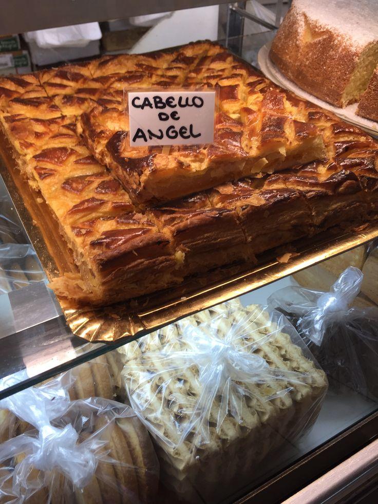 """Cuando lo vimos el nombre de este dulce, pensamos en halo de un ángel. En realidad el """"cabello de ángel"""" es la pulpa de la calabaza verde. ¡Cuando vimos el dulce en la panadería, estábamos emocionadas porque disfrutamos de dulces mucho!"""