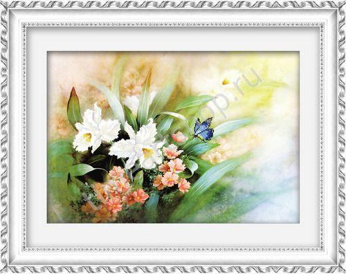Луговые цветы и бабочка. Частичная вышивка крестом.