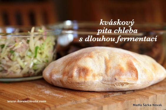 Kváskový pita chleba s dlouhou fermentací snadno a trpělivě