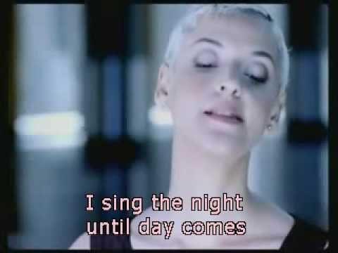 Mariza - Meu fado - subtitles of lyrics in English.  Very pretty