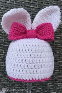 Adorable free Easter Bunny beanie crochet pattern!