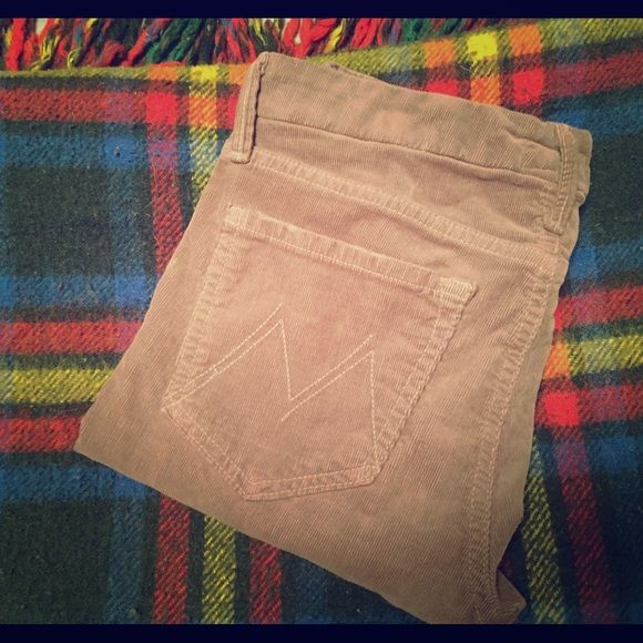 Mother Denim The Looker in hopscotch, 27 Skinny cords by Mother Denim!! The Looker in Hopscotch. Stretchy, comfy, and the perfect color of tan to go with everything. Sz 27. Typically Mother runs a sz large imo but these run true to size. Worn twice, perfect condition. Mother Denim Pants Skinny