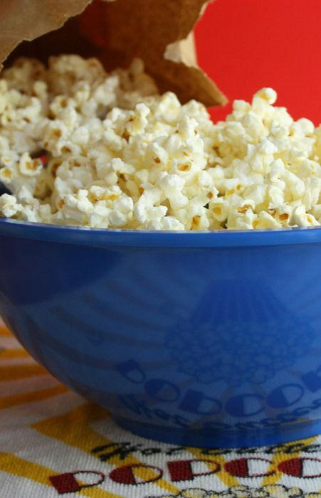 Paper Bag Popcorn Recipe from Jenny Jones (JennyCanCook.com) - It's the easiest and healthiest popcorn you can make. There's only one ingredient: popcorn... and a paper bag.