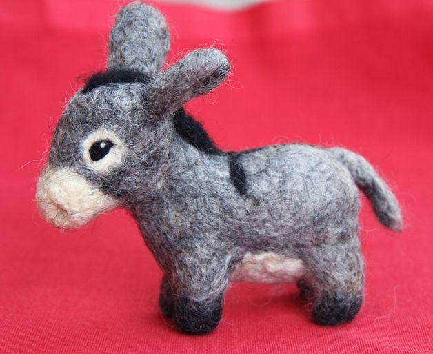 Skulpturen - Kleiner Poitou-Esel, gefilzt - ein Designerstück von Die_kleine_Viecherei bei DaWanda