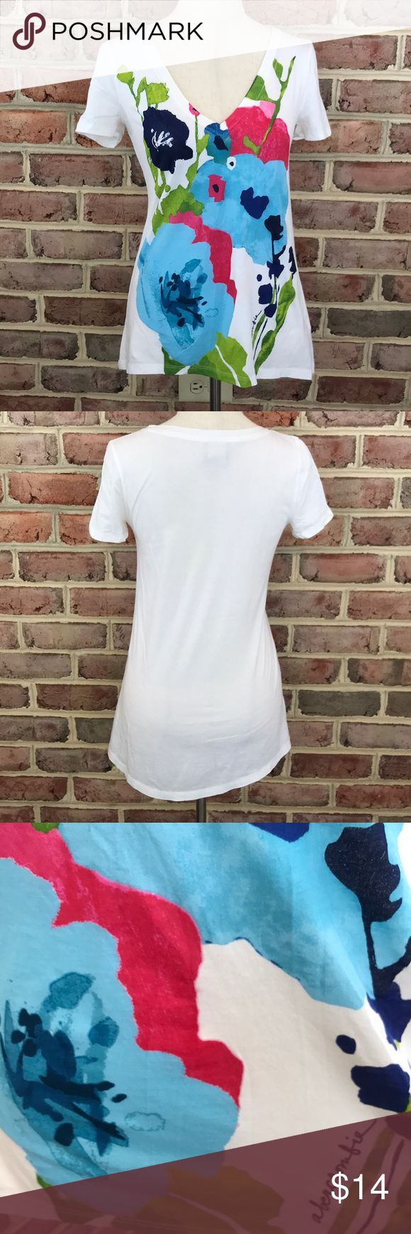Abercrombie White Floral V-Neck T-Shirt Abercrombie White Floral V-Neck T-Shirt  Size XL, Short-Sleeve   100% Cotton,  exclusive of decoration   Excellent Used Condition   Smoke free home abercrombie kids Shirts & Tops Tees - Short Sleeve