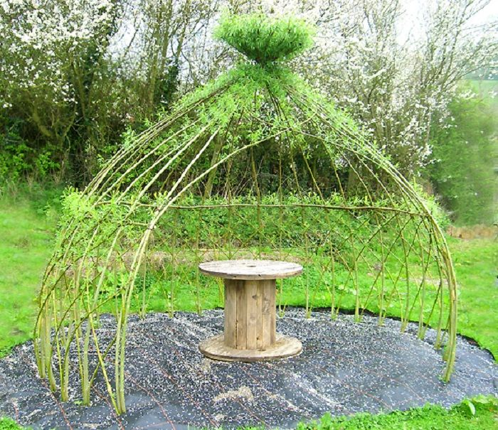 WHAT A GREAT IDEA! Deciduous, so leaves only in summer when shade is needed. Brilliant! living willow arbor